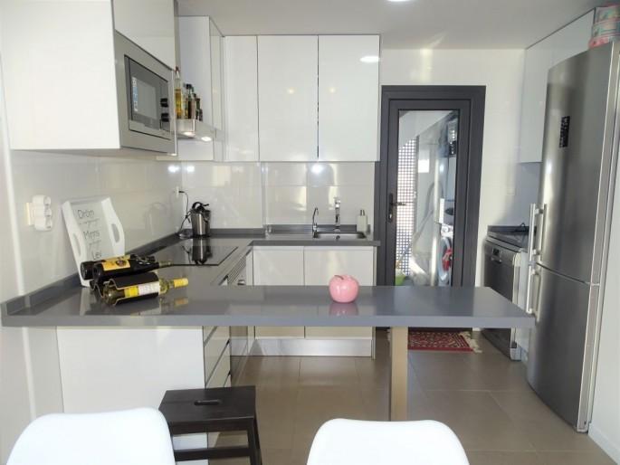 Atrakcyjny apartament w Torre de la Horadada,500 m od plaży, 2 tarasy w tym prywatne 60 m2 solarium, wysoki standard, basen komunalny