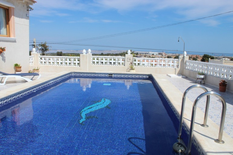 Niespotykana willa w Villamartin z prywatnym basenem, 5 sypialni ,wysoki standard ,orientacja południowa