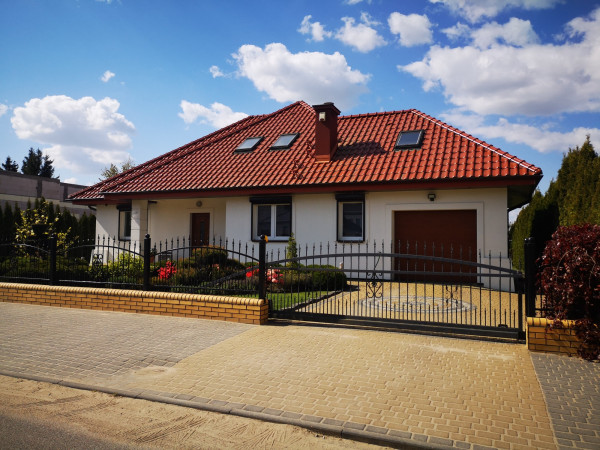 Dom wolnostojący na sprzedaż TY526362